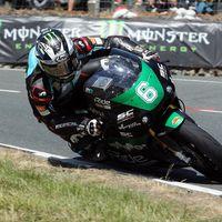 Dunlop vuela en Lightweight, destroza el récord y se convierte en el tercer piloto más laureado del IOMTT