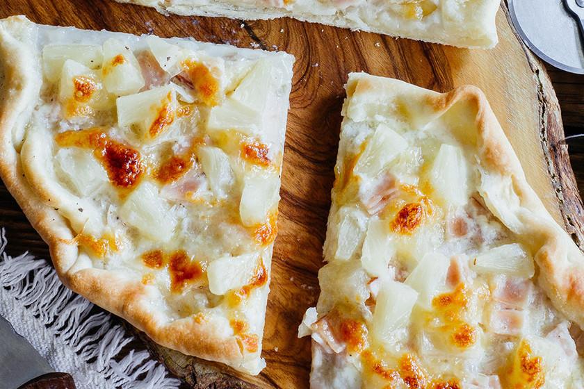 Cómo hacer una típica pizza hawaiana
