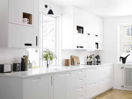 Cocinas peque as colores y acabados para dar sensaci n de for Colores de granito para cocinas blancas