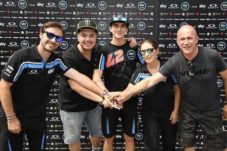 Francesco Bagnaia se gana la confianza de Rossi renovando en Moto2 con el Sky Racing VR46