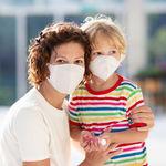 """Los pediatras avisan que los niños deben ir al colegio """"porque es bueno para su salud"""": en qué casos no deberían asistir"""