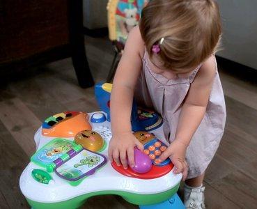 """Aprendiendo a decir """"mesa"""", """"silla"""", """"table"""" y """"chair"""""""