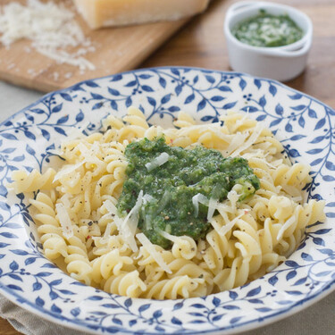 Pesto de perejil y ajo, receta fácil y rápida para cuando no apetece cocinar