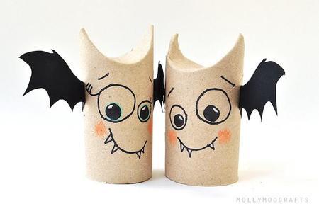 Manualidad rápida y sencilla para Halloween: simpáticos vampiros con rollos de papel