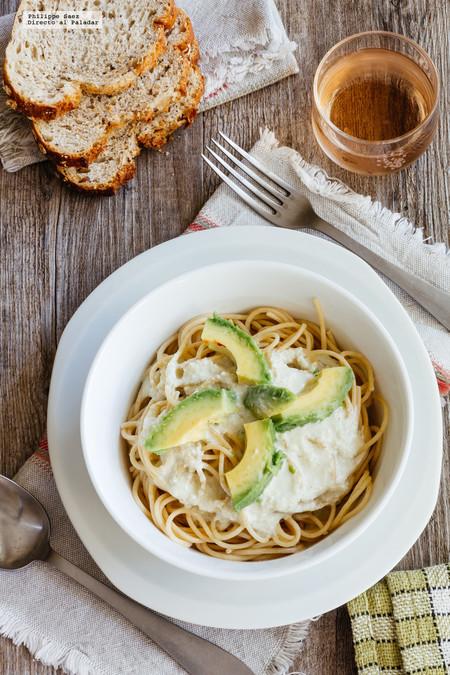 Espagueti con salsa de queso azul y aguacate. Receta fácil de pasta
