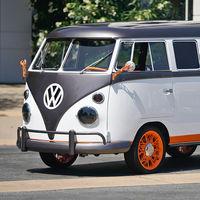 ¡Volkswagen restauró esta Combi de 1962, la hizo eléctrica y hasta le dio reconocimiento facial!
