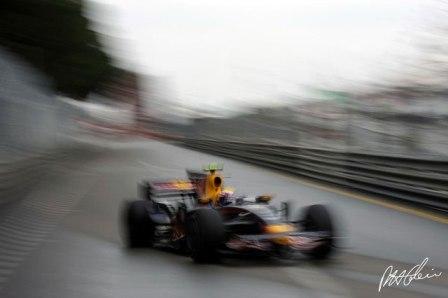 Mark Webber le da alas a Red Bull