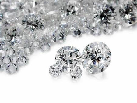 El masaje corporal con diamantes es desintoxicante y anti-edad