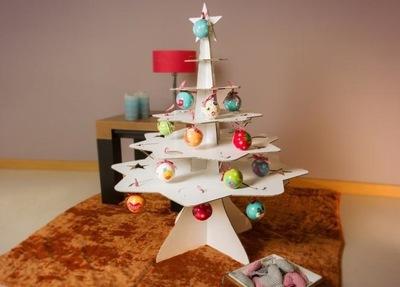 Árboles de Navidad de cartón, fáciles de decorar y muy ecológicos