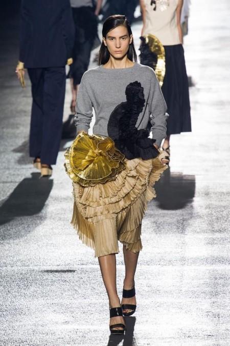 Tendencias de moda Primavera-Verano 2014: haz sitio a las prendas metalizadas