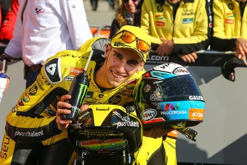 Álex Rins vence en Australia una carrera que esperábamos más emocionante