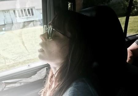 """La actriz Jessica Biel comparte una foto en su """"estado natural"""" de madre trabajadora"""