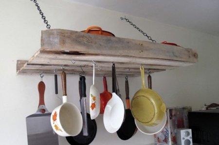 Recicladecoración: en la cocina almacenaje en palés y escaleras