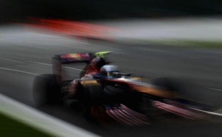 GP de Bélgica F1 2011: Jaime Alguersuari se ve obligado a abandonar por un toque con Bruno Senna en la salida