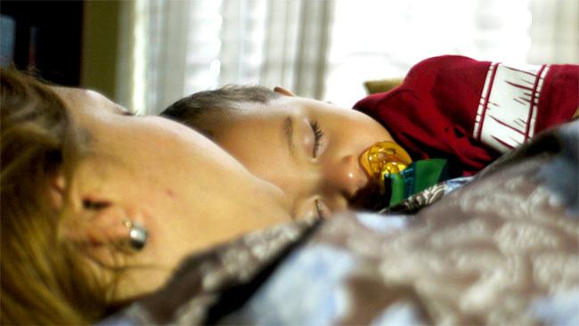 Durmiendo con mamá