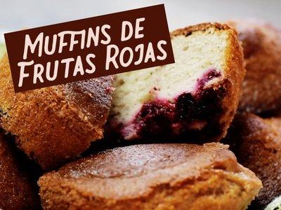 Muffins de frutas rojas. Receta en video