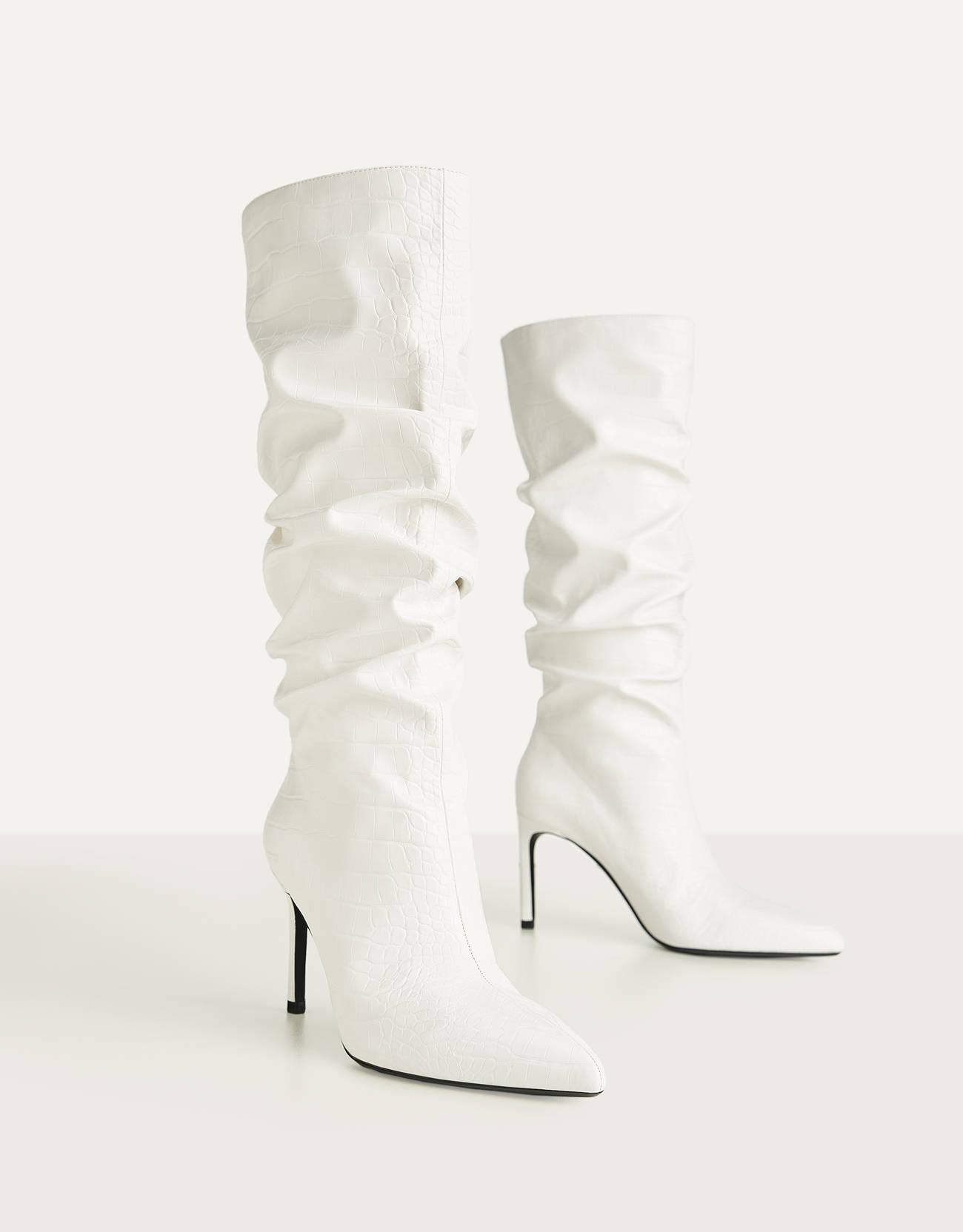 Botas blancas de caña arrugada