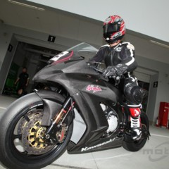 Foto 6 de 8 de la galería primeras-fotos-de-la-kawasaki-ninja-zx-10r-preparate en Motorpasion Moto