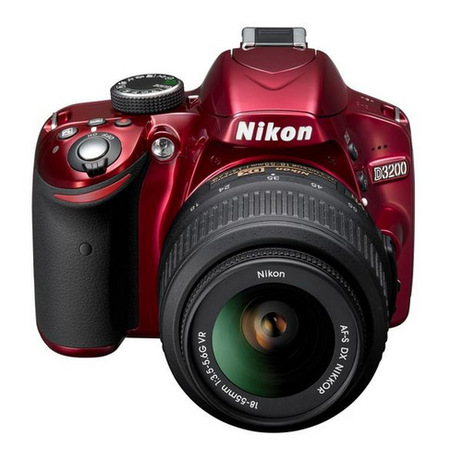 Nikon D3200 en rojo con objetivo