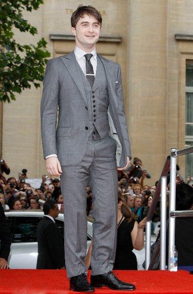 Daniel Radcliffe vuelve empinar el codo y para rematar la lía parda en un garito