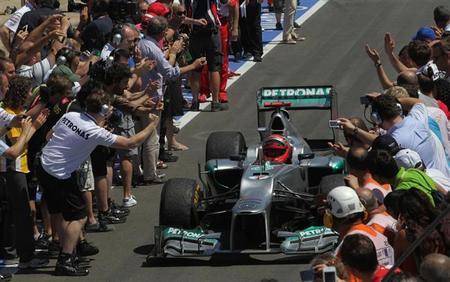 Michael Schumacher se sube al podio seis años después