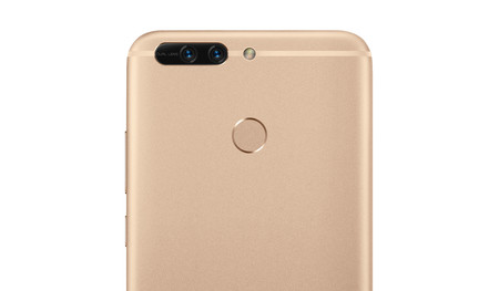 La cámara trasera del Honor 8 Pro cuenta con la doble lente color+bw clásica de Huawei/Honor