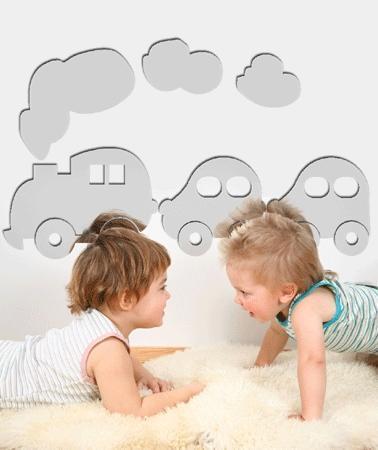 Decorar la habitación infantil con espejos adhesivos de formas divertidas