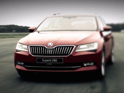 ¿Qué te parecería un Škoda Superb que acelerase más rápido que un Ferrari?