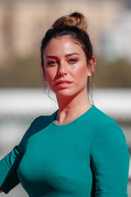 De las horquillas de perlas al flequillo postizo: así ha sorprendido Blanca Suárez en el Festival de Málaga