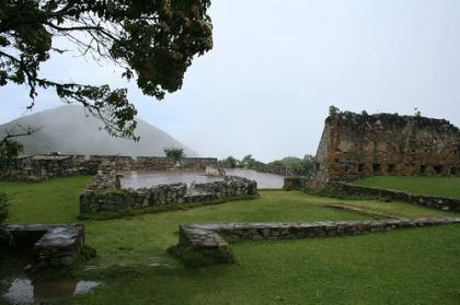 Ruinas en el camino de los españoles
