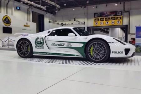 La policía de Dubái añade un Porsche 918 Spyder a su impresionante flota