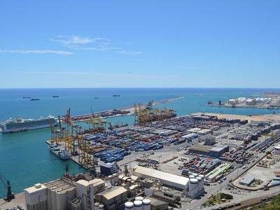 Las compañías de cruceros que operan en Barcelona estudian marcharse a Valencia