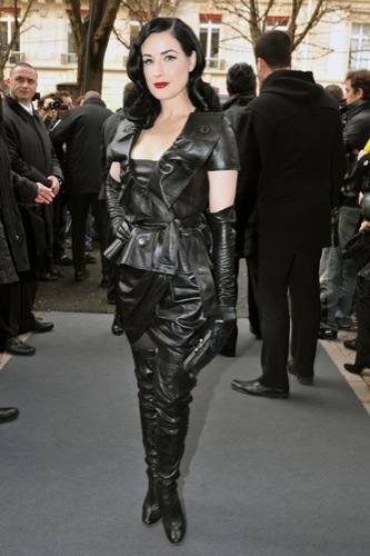 Dita Von Teese en el desfile de Christian Dior Alta Costura