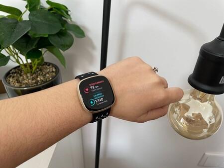 El smartwatch de salud y actividad física Fitbit Versa 3 baja hasta los 169,90 euros en Amazon, su precio mínimo histórico