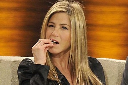 Jennifer Aniston no come potitos