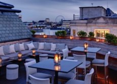 ¿Quién dijo que en Londres no hay terrazas de verano? Toma asiento, te preparamos el gin-tonic