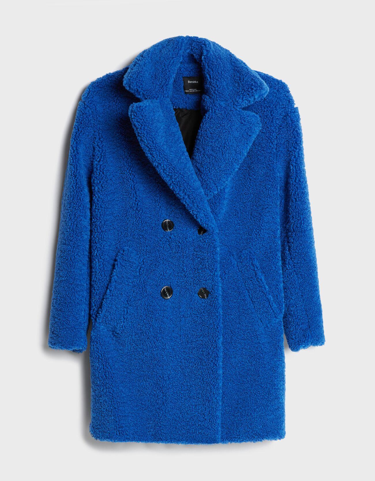 De color azul eléctrico.