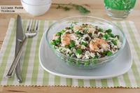 Ensalada de arroz y lentejas con gambas. Receta saludable