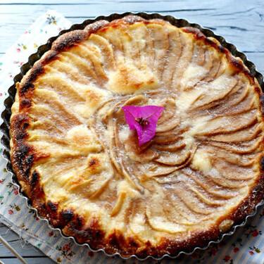 Receta de tarta de pera y crema frangipane, una combinación exquisita