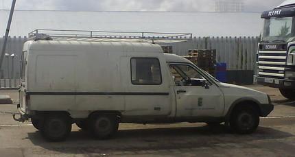 La furgoneta soñada por muchos: Citroën C15 con seis ruedas