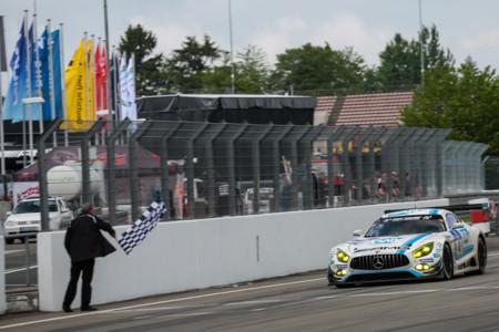 Si todavía no has visto el final de las 24 Horas de Nürburgring te estás perdiendo algo grande