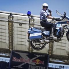 Foto 4 de 10 de la galería red-bull-x-fighters-de-roma-la-previa-con-una-moto-guzzi-de-la-policia-italiana en Motorpasion Moto