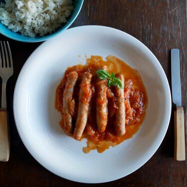 Salchichas con tomate en olla programable: una receta para gozarlo en solo 15 minutos