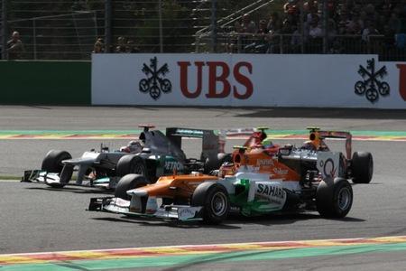 Hulkenberg luchando con Schumacher
