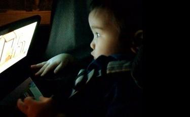 Viajar en coche con niños: DVD, ¿sí o no?