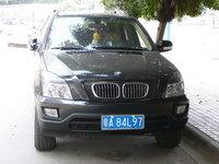 Bricomanía: crea tu propio BMW X5 con pegatinas y un coche chino