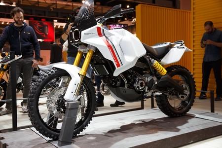 Ducati está tramando algo divertido con las Scrambler, y lo hemos podido ver en Milán