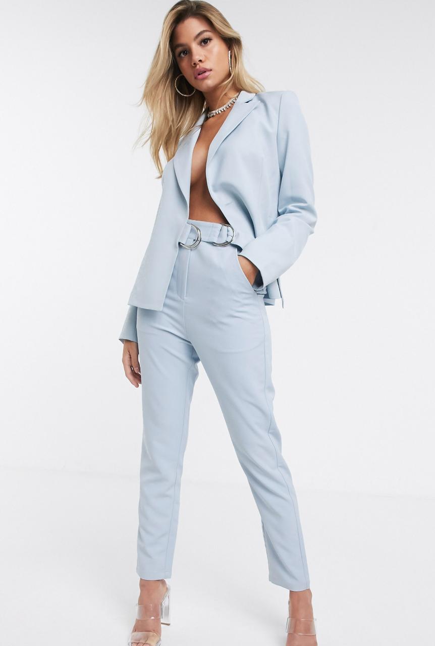 Pantalones de traje en azul claro con hebilla en el lateral de 4th + Reckless