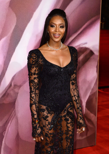 Las transparencias de Naomi Campbell suben la temperatura de los British Fashion Awards 2016