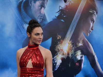 Wonder Woman, la heroína sin tacones: Gal Gadot promociona la película con zapato plano porque ella lo vale